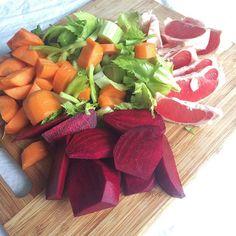 No filter needed. Beautiful veggies 💚💜💛❤️ 🙏🏻 Time to juice again! . . . . . . . .  #juicing #rawjuice #rawvegan #rawfood #vegan #detox #vitamins  #plantbased #plantpower #veganlife #govegan #freshjuice #vegansofig #veganfoodshare #veggies #fruits #healthy #fitness #workout #superfood  #organic #juicer #tuoremehu #greens #greenjuice #mehulinko #vegaani  #rawsome #veganism #healthyfood