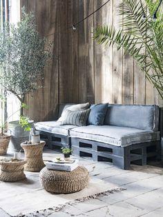 Shop deze stijl: zachte matraskussens voor een palletbank | Shop the look: comfortable mattress pillow for pallet bench