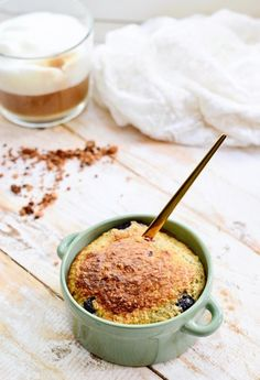 Oatmeal cake for breakfast Healthy Soda, Quick Healthy Meals, Healthy Baking, Healthy Drinks, Healthy Recipes, Eat Healthy, Sweet Breakfast, Breakfast Cake, Breakfast Recipes