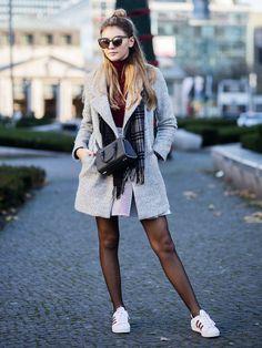 GNTM-Gewinner Stefanie Giesinger trägt einen grauen Kurzmantel. Recht hat sie! Denn ein solcher Mantel gehört zum Winter wie warme Socken oder Spekulatius. Wir verraten euch, warum er auch auf unserer Shoppingliste steht:- er ist zeitlos. Einen grauen Kurzmantel kann man sich 2015 kaufen und 2025 immernoch tragen, denn Farbe und Schnitt sind einfach Klassiker, die immer gut aussehen.- er steht jeder Figur. Ein Kurzmantel sieht an androgynen Frauen genauso gut aus wie an kurvig...