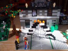 lego trick or treat Dracula castle Halloween scene Lego Halloween, Halloween Scene, Dracula Castle, Legos, Trick Or Treat, Lego