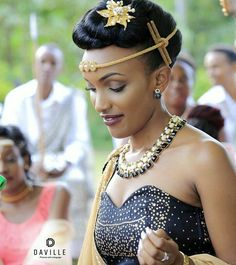 😍😍😍 Beautiful Rwandan couple Wedding photography by African Wedding Attire, African Attire, African Wear, African Dress, African Shop, Traditional Wedding Attire, African Traditional Wedding, African Print Fashion, African Beauty