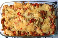 Kruidige ovenschotel met sperziebonen, aardappel, paprika, spekjes en kaas - De keuken van Ursie Vegetable Recipes, Vegetarian Recipes, Cooking Recipes, Healthy Recipes, I Love Food, Good Food, Yummy Food, Casserole Dishes, Casserole Recipes