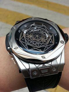 HUBLOT Big Bang Sang Bleu limited edition 415.NX.1112.VR.MXM16