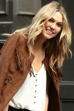 KARLIE KLOSS'S ALLOVER LAYERS - Fringe is in, and so are layers that swing just as freely. - HarpersBAZAAR.com