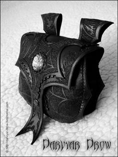 Every Gothic Cowgirl needs a saddle bag like this! Drow bag by ~Darvyar Dark Fashion, Gothic Fashion, Gothic Accessories, Leather Projects, Leather Tooling, Leather Bag, Gothic Lolita, Alternative Fashion, Dark Side