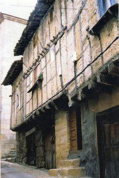 Casas de entramado de la Sierra de Gata, Extremadura, España. In: Blog 'arquitecturadelpueblo', texto de J. L. Martín Galindo.