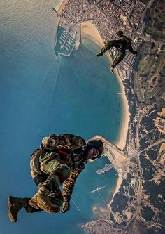 Jump over naval station rota Special Ops, Special Forces, Pakistan Armed Forces, Base Jumping, Paratrooper, Paragliding, Skydiving, Navy Seals, Military Art