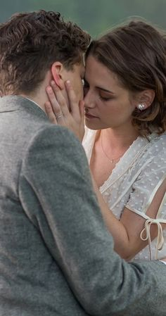 Fotka: Café Society: New StillKristen & Jesse Eisenberg Discover a new still of Kristen and Jesse Eisenberg in the Theresa and James traits in Café Society Woody Allen Café Society, jesse eisenberg, kristen stewart, photo, Still, Woody Allen