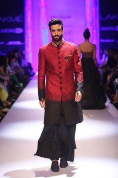 Indo-Western wear simply means the fusion of Indian and western wear. Read on to know about how to style indo-western outfits to style it like a pro. India Fashion Men, Indian Men Fashion, Men Fashion Show, Mens Fashion, Sherwani, Lakme Fashion Week 2015, Indian Groom Wear, Indian Wear, Achkan
