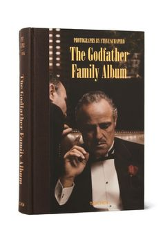 "Marlon Brando, ""I'm gonna make him an offer he can't refuse."" The Godfather Andy Garcia, Iconic Movies, Classic Movies, Hollywood Actor, Classic Hollywood, Pulp Fiction, Shire, Godfather Movie, Marlon Brando The Godfather"