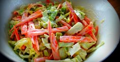 Coleslawta on tarjolla hyvin monenlaista. Usein hampparipaikoissa saa sellaista majoneesissa lilluvaa lötköä kaalisalaattia mikä ei hivele ...