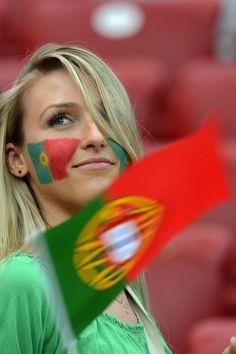 Fan of Portugal Hot Football Fans, Football Girls, Girls Soccer, Soccer Fans, Female Football, Football Soccer, Beautiful Girl Image, Most Beautiful Women, Portugal Soccer