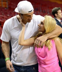 Apr 2017. Wladimir Klitschkos fiancee: Hayden Panettiere - who is arguably more famous than him - is part of team guiding Ukrainian boxer to glory.
