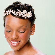 Peinados para Novias con Tiara de Flores – Pelo Corto