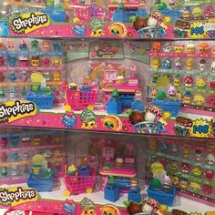 This was a prize in Singapore -- the entire Season 1 collection minus Limited Editions! #Repost @qultureq ・・・ #season1 #shopkins #shopkinsworld #sgtoysrock 6 sets given and we didn't win any of them... Congrats to those who won! So lucky!