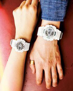 ファッショナブルに楽しめるお揃いのデザインの時計でふたりの大切な時を刻む