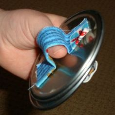 Make Castanets from Recycled Juice Can Lids. Could make a lot of instruments using recycled materials Preschool Music, Music Activities, Preschool Crafts, Kid Activites, Preschool Spanish, Vbs Crafts, Preschool Ideas, Instrument Percussion, Instrument Craft