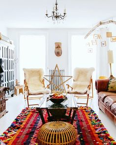 Today on the blog we're talking about the chapter that never made it into the book>> the Cosmic Bohemian. Check out the vibe at TheJungalow.com with our favorites from @chairishco ( @dabito from the breathtaking home of @amhalise)
