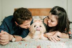 ensaio de família // ensaio com cachorro // lifestyle photography // ensaio em casa // ensaio de casal com cão