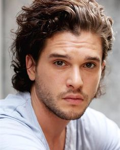 En Instagram: The British actor #KitHarington will be the new face of Dolce&Gabbana's fragrance line The One