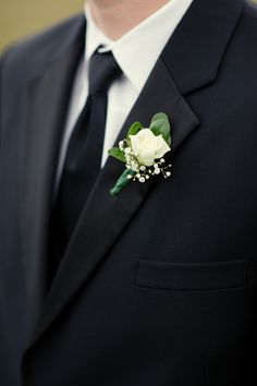 Simple, yet elegant. Boutonniere