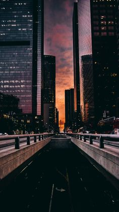 City photography night cityscapes New Ideas City Wallpaper, Tumblr Wallpaper, Dark Wallpaper, Wallpaper Backgrounds, Iphone Wallpapers, Best Phone Wallpaper, Nature Wallpaper, Black Aesthetic Wallpaper, Aesthetic Backgrounds