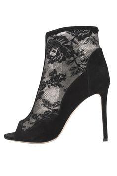 Serena   black lace