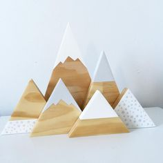 This is such a gorgeous neutral set, light grey and white, one of my favs spotty mountains set, available now on the website, link in bio #handmade #shadowbox #shopsmall #shophandmade #neutral #scandi #scandidesign #scandinavian #girlsroomdecor #nursery #nurserydecor #nurseryinspo #kidsroomdecor #kidsroominspo #childrensinteriors #interiordesign