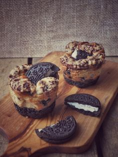 Oreo Cheesecake Muffins using oreo cookies - could use oreos as base for other muffins as well. great to spice muffins up if you're a baking noob like me. #recipe #sweet #dessert