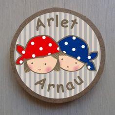 Placas personalizadas con nombre para puerta de habitaciones compartidas hermanos o gemelos  http://petittandem.com/253-thickbox/placa-niño-niña.jpg