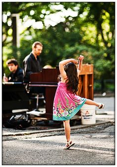 Little Ballerina. I would totally do this when I was little. Anywhere there's music is a place to dance :) Little Girl Dancing, Little Ballerina, Children Dancing, Dance Like No One Is Watching, Dance With You, Shall We Dance, Lets Dance, Dance Art, Ballet Dance