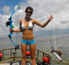 archery fishing tips Fishing Girls, Gone Fishing, Bass Fishing, Fishing Stuff, Hunting Girls, Bow Hunting, Bikini Fishing, Archery Girl, Fishing Rods And Reels