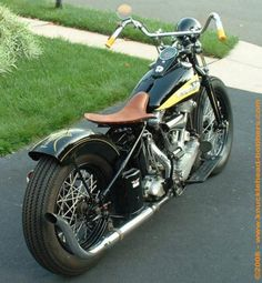 Contains description and photos of 1939 knucklehead harley bobber. Harley Davidson Knucklehead, Harley Bobber, Harley Bikes, Cafe Racer Motorcycle, Harley Fatboy, Girl Motorcycle, Motorcycle Helmets, Harley Davidson Trike, Classic Harley Davidson