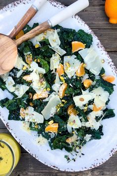 We're definitely crushing on kale lately! It packs a big nutritional punch, lasts longer than most leafy greens in the fridge, and is equally delicious cooked or raw. Our current favorite way to enjoy kale is to whip up this Tangerine Pistachio Kale Salad with a Honey Dijon Tangerine dressing. It's easy, healthy and ready in minutes. Feeding your family has never been easier! #cagrown #kale #kaleyeah #salad #tangerine