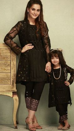 Mother & Daughter matching Dresses Indian - The handmade craft Mom Daughter Matching Outfits, Mommy Daughter Dresses, Mom And Baby Dresses, Mother Daughter Fashion, Baby Girl Dress Patterns, Stylish Dresses For Girls, Dresses Kids Girl, Mom Dress, Girl Outfits