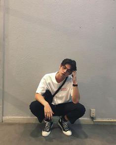 Moda 80s, Korean Fashion Men, Mens Fashion, Mode Streetwear, Streetwear Fashion, Mode Kpop, Look Man, Bright Pictures, Herren Outfit