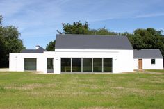 Kincora Cottage — PG Architects Modern Barn House, Modern Bungalow, House Designs Ireland, Bungalow Exterior, Rural House, Red Roof, Courtyard House, House Roof, Small House Plans