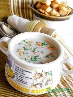 O supa crema fina servita cu crutoane , un adevarat deliciu ! Incercati si nu veti regreta !