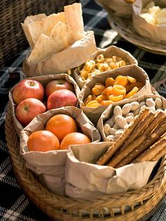 Brown Bag Picnic Buffet: Pack snacks in plain brown paper bags at home. To serve, just roll down the tops of the bags  youve got serving bowls that can be thrown away at the end of the day. Choose foods that can be stored  served at room temperature. - Love the idea of a brown bag picnic