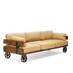 Sofá de 3 plazas de estilo industrial.     Medidas del asiento (cm): 76 x 86 x 18.     Medidas del respaldo (cm): 76 x 22 x 31.     Medidas de los reposabrazos (cm): 11 x 63 x 25.  El Sofá WEST CANVAS es la pieza ideal para completar tu salón de estilo industrial vintage. Sus cojines son amplios y mullidos, conformando un sofá muy confortable. Están forrados en tejido de lona, con interior de espuma. Sus cuatro ruedas de hierro permiten colocarlo en diferentes lugares, sin apenas esf...