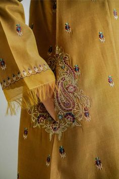 Diy Embroidery Patterns, Hand Embroidery Dress, Embroidery Suits Design, Simple Pakistani Dresses, Pakistani Fashion Casual, Pakistani Dress Design, Fancy Dress Design, Stylish Dress Designs, Silk Kurti Designs