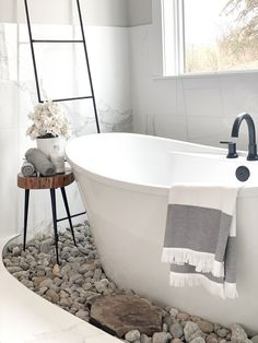 Bathroom zen vibes with natural rock surrounding tub Extra large tiles were added to the walls to create a wainscoting Bathroom zen vibes with natural rock surrounding tub Bathroom zen vibes with natural rock surrounding tub #Bathroom #zenvibes #naturalrock #Rocksurroundingtub