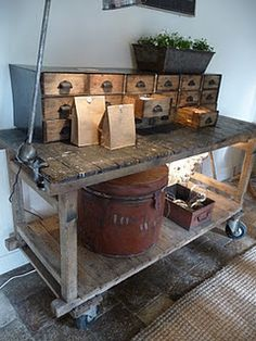 Vintage Industrial Decor et encore une……vraiment trop beau - Industrial Living, Rustic Industrial, Industrial Furniture, Casa Wabi, Sweet Home, House Styles, Decoration, Pallets, Home Decor