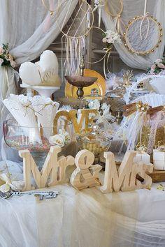 DIY πρόταση για τραπέζι ευχών σε λευκές και χρυσές αποχρώσεις. Πατήστε στην εικόνα και βρείτε πολλές ακόμα ιδέες με elegant ύφος.  #weddingcenterpieces #goldwhitewedding #elegantweddingdecor #elegantweddingdecoration #elegantcenterpiecce #goldcenterpiece #weddingtrends #weddinginspiration #goldwedding #γαμος #διακοσμησηγαμου #γαμος2020 #wedding2020 #barkasgr #barkas #afoibarka #μπαρκας #αφοιμπαρκα #imaginecreategr Table Decorations, Wedding, Home Decor, Valentines Day Weddings, Decoration Home, Room Decor, Weddings, Home Interior Design, Marriage