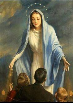 Bella Virgencita cubre con tu Santo Manto a mi familia.