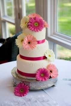 Gerber Daisy Wedding Ideas | ... this wedding cake but this time using orange and pink gerbera daisies