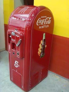 """— Can I have a coke?"""" 'Is pepsi alright? Coca Cola Cooler, Coca Cola Ad, Always Coca Cola, World Of Coca Cola, Vintage Coca Cola, Soda Machines, Vending Machines, Clock Vintage, American Pickers"""