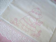 Lençol de xixi, bordado à mão como no tempo da vovó. Tudo feito com muito amor, priorizando qualidade e conforto para seu bebê.