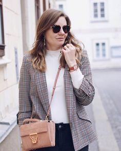 Streetstyle Herbst Outfit mit Rollkragen Pullover und Blazer, Cluse Garconne Uhr